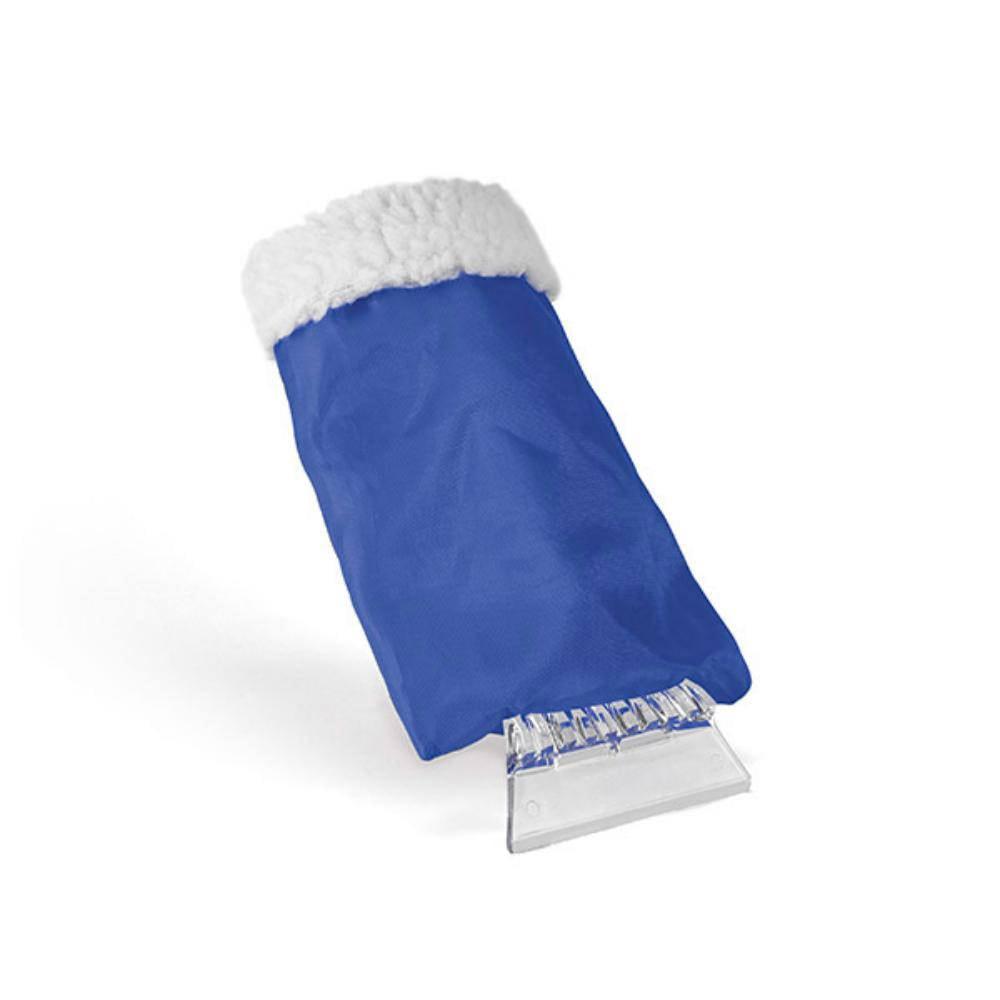 raspador hielo con guante azul